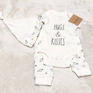 🆕Baby Rae Dunn 3pc HUGS & KISSES Outfit